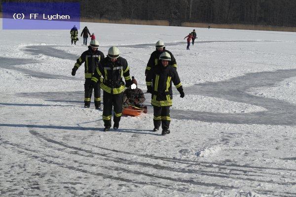 H: Person im Wasser/Eis vom 03.03.2018  |  (C) FF Lychen (2018)
